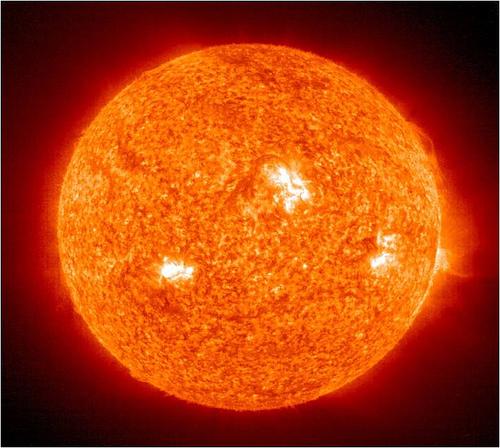 Foto do sol, aquele que ilumina seus dias, visto do espaço