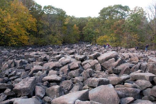 Havia um caminho no meio das pedras