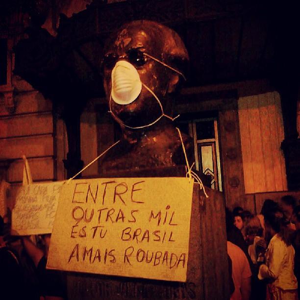 Protestos no Brasil - Entre outras mil, és tu Brasil, a mais roubada