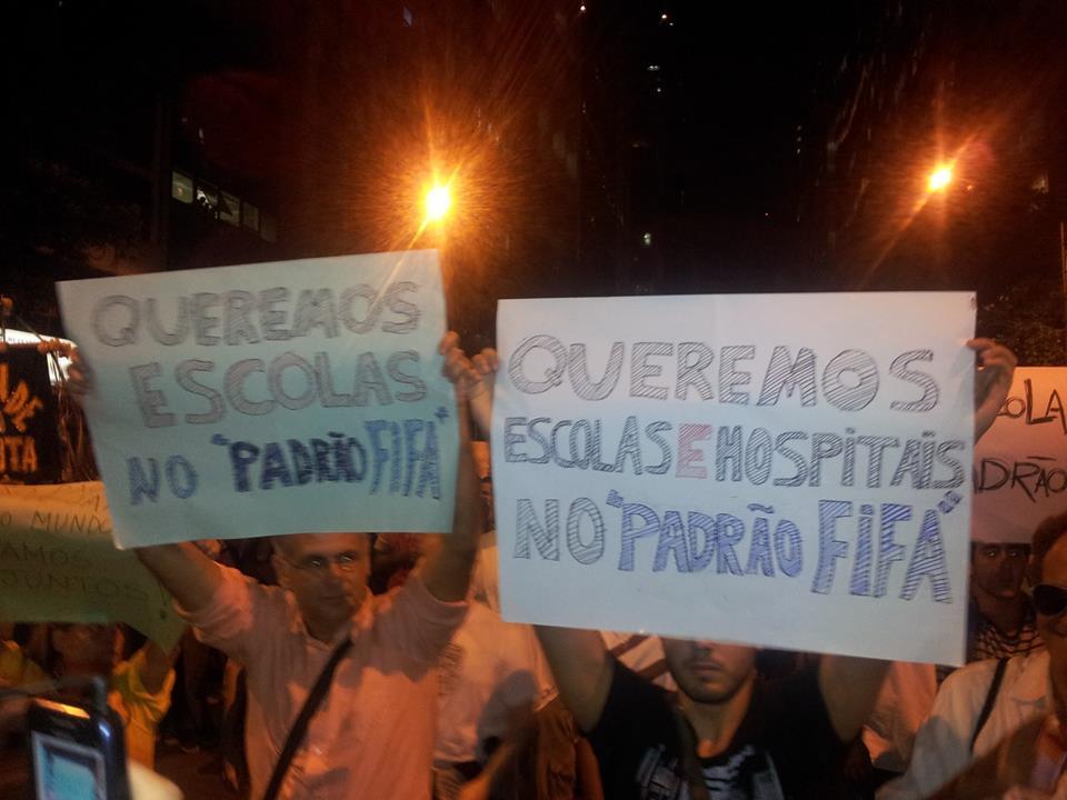 """Protestos no Brasil - Que tal um Brasil no """"padrão FIFA""""?"""