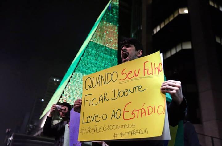 Protestos no Brasil - Ficou doente? Vai pro estádio