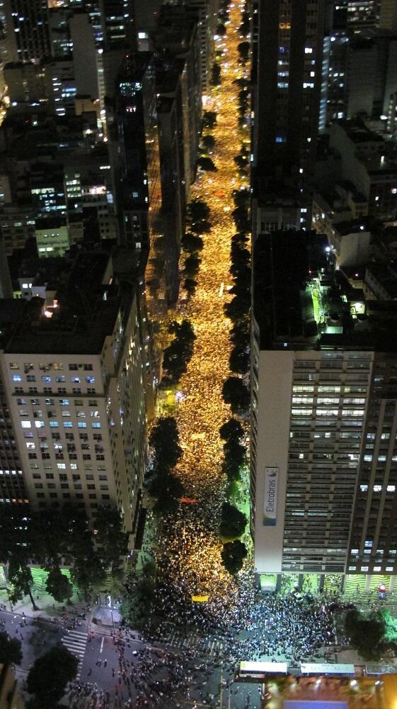 Avenida Rio Branco - Rio de Janeiro - CEM MIL pessoas reunidas pacificamente