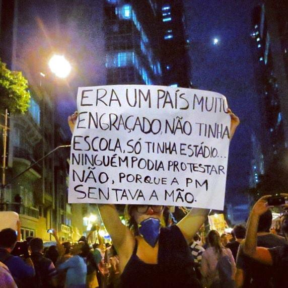 Protestos no Brasil - Era um país, muito engraçado...