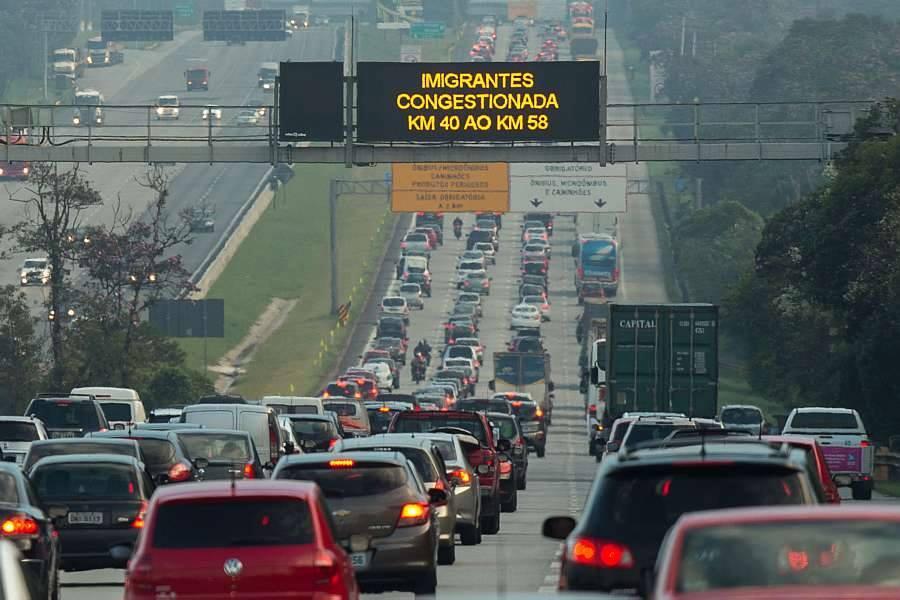 Trânsito aos feriados - Fuga em massa
