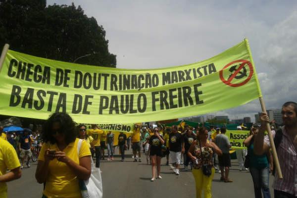 Doutrinação Marxista nas Escolas Brasileiras