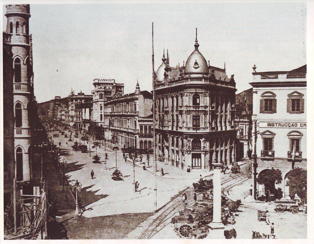 Av Rio Branco - 1910 - Início da avenida, na Praça Mauá