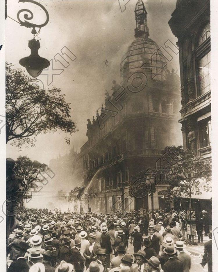 Avenida Rio Branco - 1930 - Incêndio que destruiu o prédio do jornal O Paiz