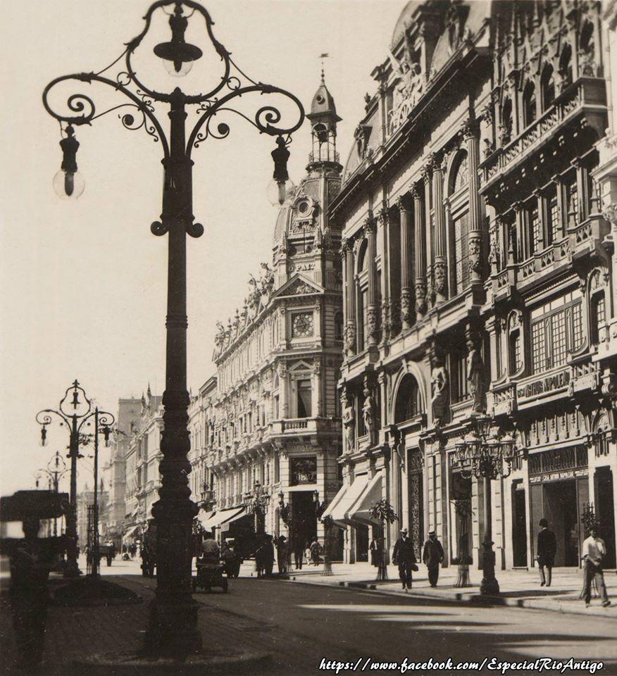 Avenida Rio Branco - Casa Arthur Napoleão, Clube de Engenharia, esquina da Rua Sete de Setembro e a redação do Jornal O Paiz