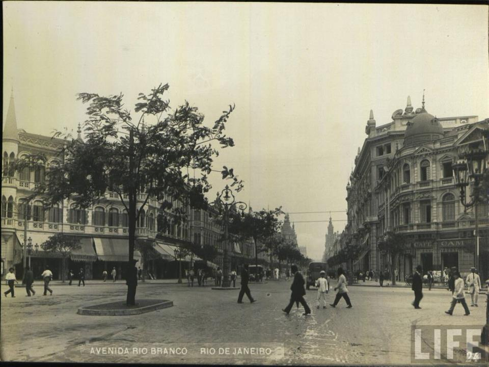 Avenida Rio Branco - com Visconde de Inhaubama - 1910