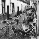 Cadeiras na Calçada