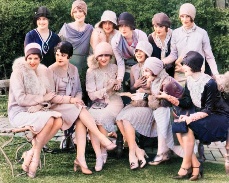 Moda dos Anos 20 - Destaque para o Chapéu Côco - Colorizada