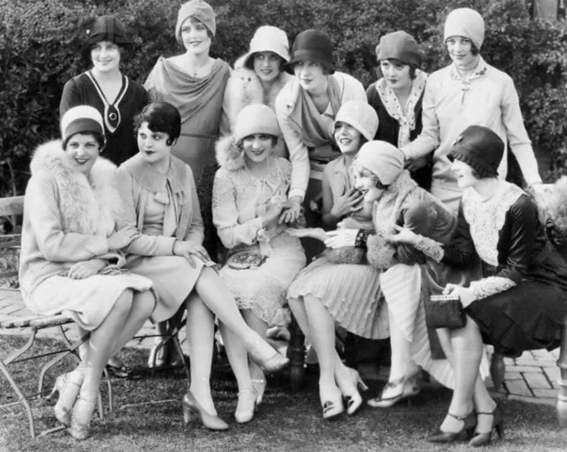 Moda dos Anos 20 - Destaque para o Chapéu Côco